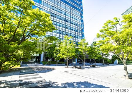綠色辦公樓的露台 54448399