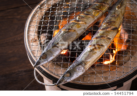 烘烤秋天香魚 54451794
