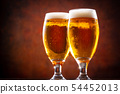 與啤酒敬酒 54452013