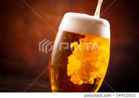 與啤酒敬酒 54452015
