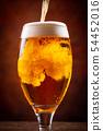 與啤酒敬酒 54452016