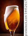 與啤酒敬酒 54452017