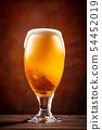 與啤酒敬酒 54452019