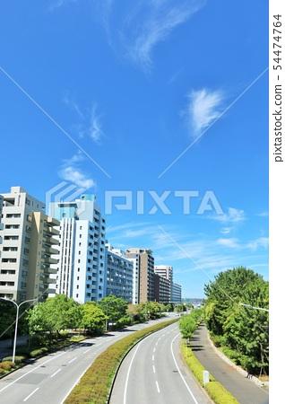 푸른 하늘의 아파트 상가 54474764