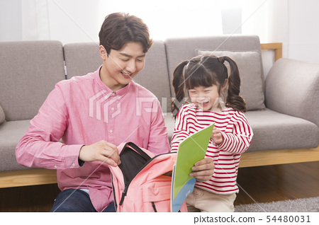Parenting, childhood and family life concept photo 533 54480031