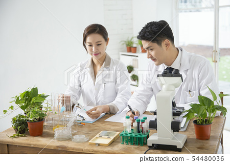 Research scientist concept, technicians working in laboratory 151 54480036