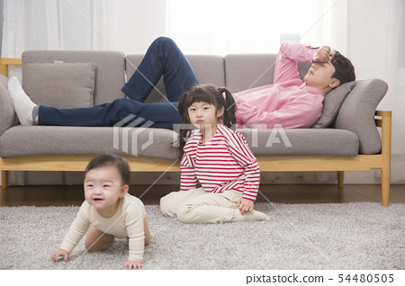Parenting, childhood and family life concept photo 144 54480505