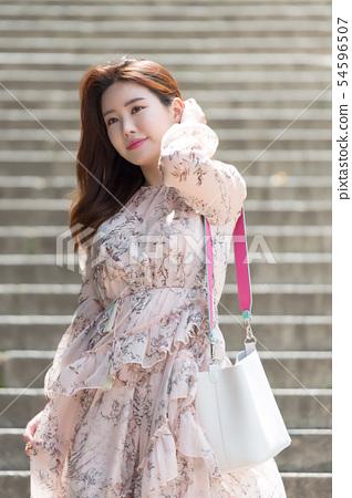 아름다운 대한민국 여성의 표정, 공원 산책 54596507