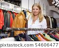 女人 女性 衣物 54606477