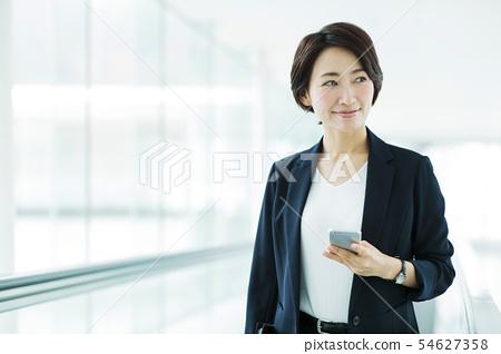 營業所女商人女性自動傾斜 54627358