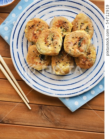 한국의 음식 김밥 계란구이  54712919