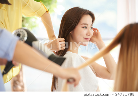 女性的头发护理 54751799