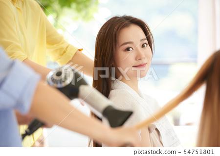 女性的頭髮護理 54751801