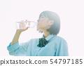高中女孩喝水 54797185