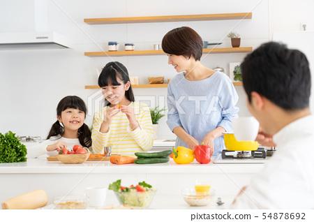 부모와 자식 요리 식탁 가족 이미지 54878692