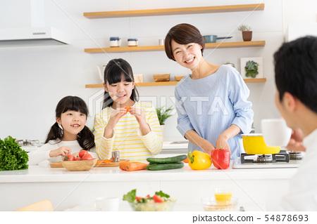 부모와 자식 요리 식탁 가족 이미지 54878693