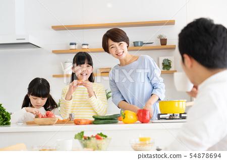 부모와 자식 요리 식탁 가족 이미지 54878694