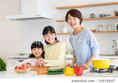 부모와 자식 요리 식탁 가족 이미지 54878697