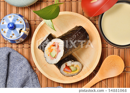 Seafood hand roll sushi 54881068