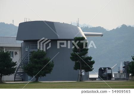 江田島에 저장되어있는 전함 무츠의 4 번 주 포탑 54909565