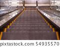 往下看的自動扶梯 54935570