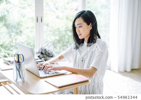 개있는 생활 여성 비즈니스 54961344