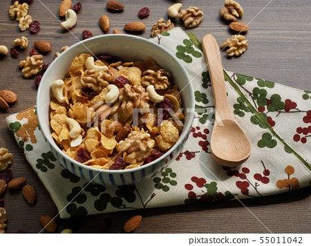아침식사, 씨리얼과 견과류 55011042