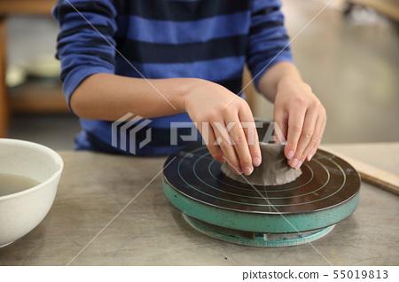 孩子們做陶器 55019813
