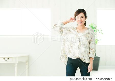 여성 젊은 여성 초상화 귀여운 캐주얼 55059907