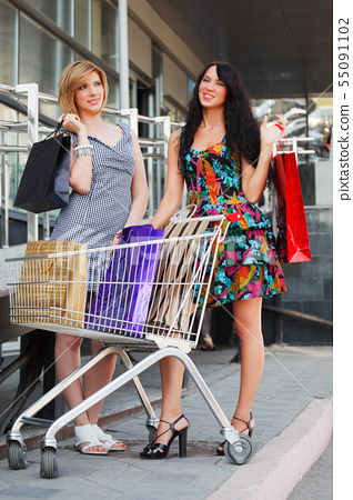 Young women with shopping cart 55091102