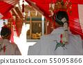 신사 카구라 춤을 봉납하는 무녀 55095866