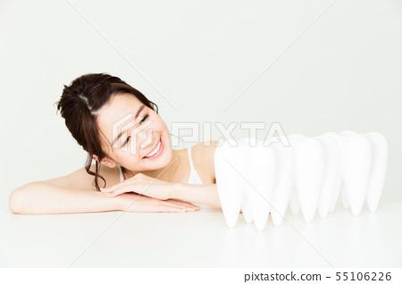 牙齒美白口腔護理美容女性年輕女士美容 55106226