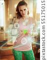 sports woman fitness coaching on internet using smartphone 55175015
