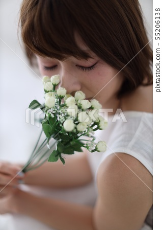 Women smelling flowers 55206138