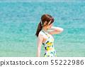 해변에있는 젊은 여성 55222986