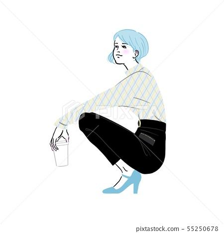 거리에서 앉아있는 젊은 여성 55250678