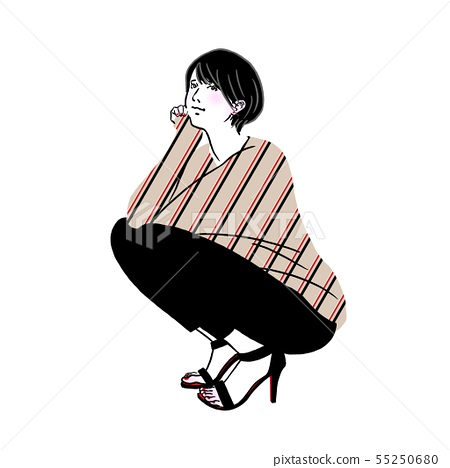 거리에서 앉아있는 젊은 여성 55250680