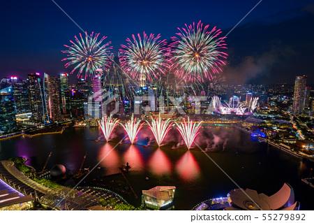 [極好的觀點]新加坡的夜景和煙花 55279892