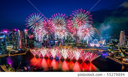 [極好的觀點]新加坡的夜景和煙花 55279894