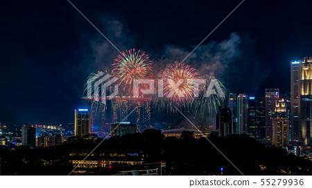 [極好的觀點]新加坡的夜景和煙花 55279936