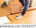 바닥 공사 인테리어 공사 바닥재를 끼우는 작업 원 55302457