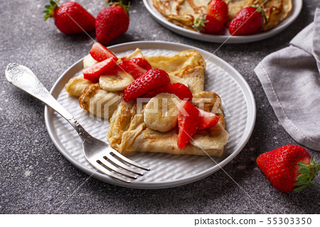 Crepes with strawberry and banana 55303350