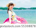 해변에있는 젊은 여성 55308878