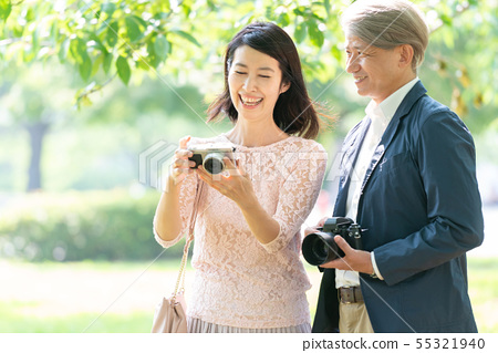 미들 부부 여행 카메라 커플 이미지 55321940