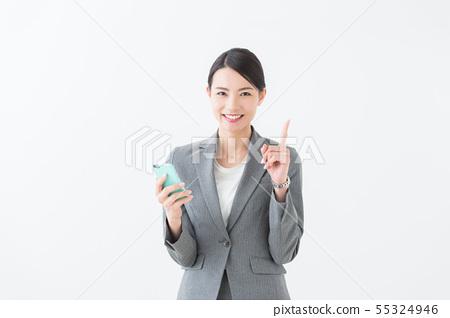 智能手機(灰色西裝)的女人 55324946