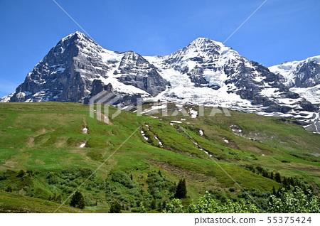 """來自""""Kleine Scheidegg-Wengern Alp""""遠足徑的艾格峰北牆和僧侶 55375424"""
