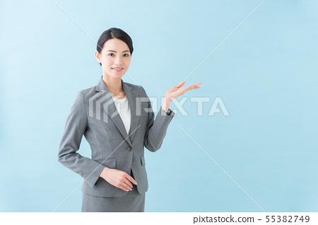 20多歲女性灰色西裝 55382749