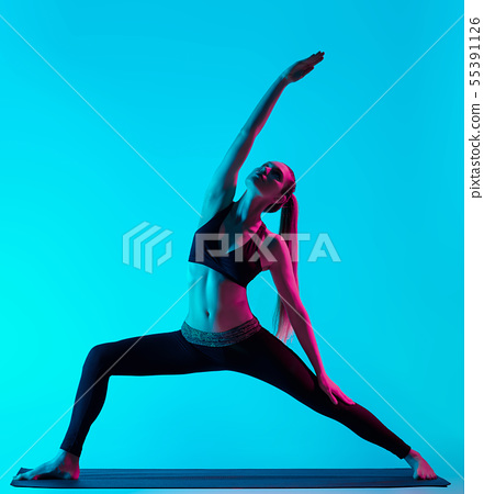 woman yoga exercices 55391126