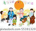 我在秋天的一个晚上与家人一起举行了一场音乐会。 55391320