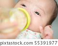 아기 수유 젖병 우유 한잔 55391977